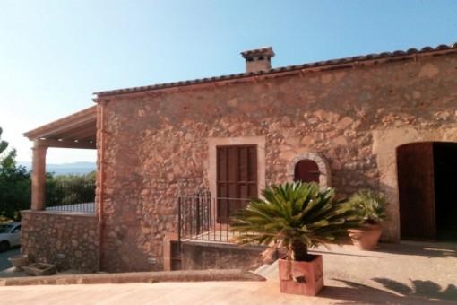 Große Finca mit Pool und Meerblick in Colonia Sant Pere
