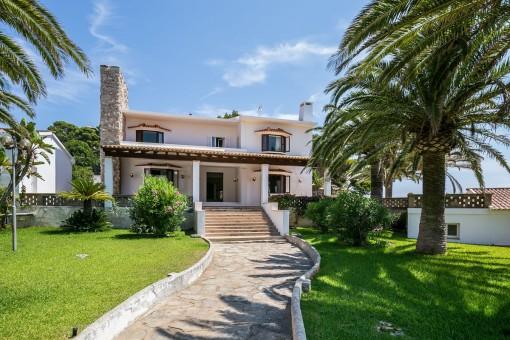 Gehweg zur luxuriösen Villa