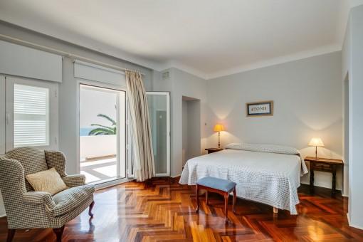Schlafzimmer mit direktem Zugang zur Terrasse
