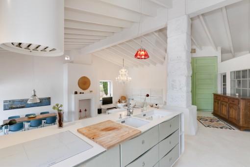 Blick von der Kochinsel zum Wohnbereich