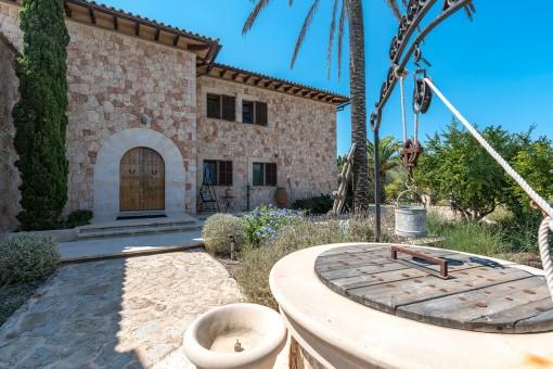 Einladender Eingangsbereich mit Brunnen