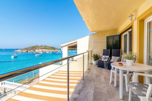 Möbliertes und neu renoviertes Apartment mit Klimaanlage in erster Meereslinie in Sant Elm