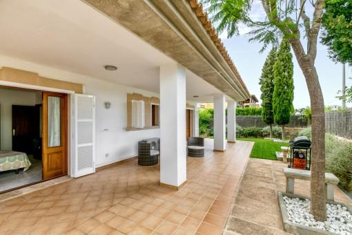 Die Villa bietet verschiedene Terrassen