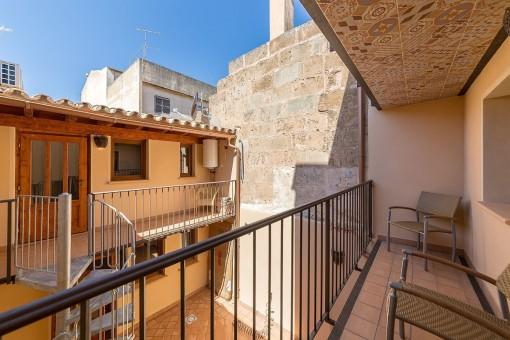 Balkon mit Blick in den privaten Innenhof