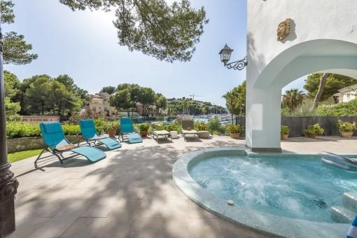 Fabelhafte Villa in erster Meereslinie mit herrlichem Blick auf den Yachthafen und Ferienvermietlizenz von Santa Ponsa