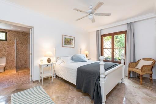 Komfortables Doppelschlafzimmer mit Badezimmer en Suite