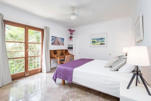 Eines von 5 hellen Schlafzimmern