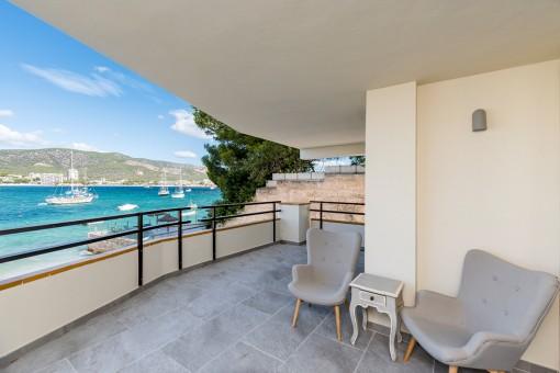 Wohnung in erster Meereslinie mit 3 Schlafzimmern und direktem Strandzugang in Torrenova