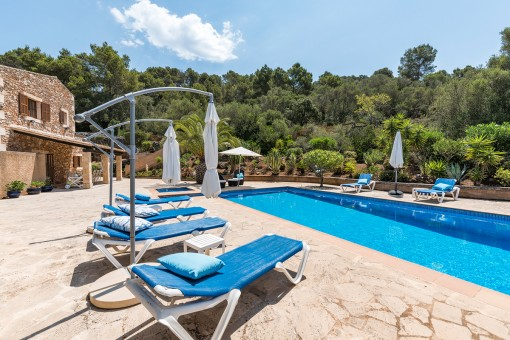 Der Pool bietet Ruhe und Privatsphäre