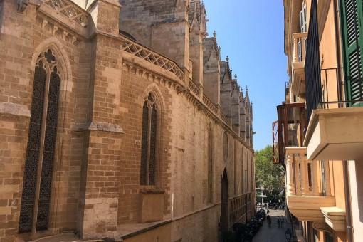 Neubau-Loft-Wohnung mit Küchengalerie und großer Terrasse nahe der Kirche Santa Eulalia in Palma
