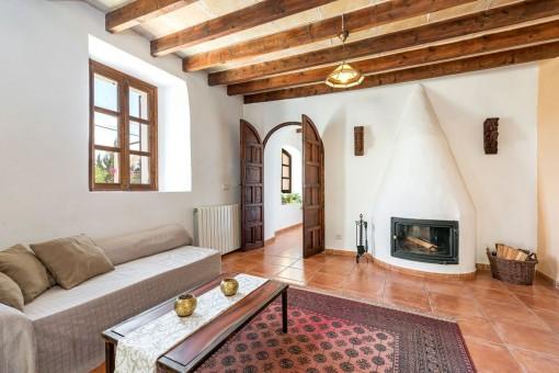 Alternative Ansicht des Wohnbereiches mit Kamin