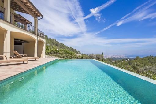 Mediterrane Familienvilla mit tollem Meerblick und Süd-Westlage in Son Vida