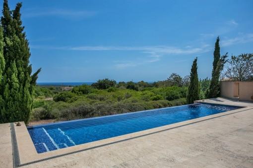 Pool mit Panorama-Meerblick
