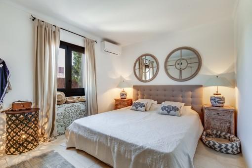 Eines von 5 komfortablen Schlafzimmern