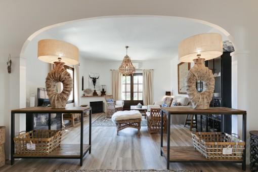 Wohnbereich im Gästehaus mit Kamin