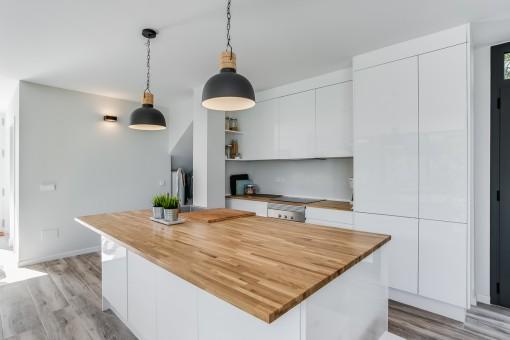 Elegante Küche in weiß