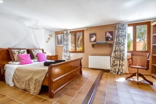 Eines der drei geräumigen Schlafzimmer mit Heizung
