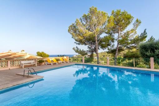 Schöne Wohnung in den Hügeln von Font de Sa Cala mit Meerblick