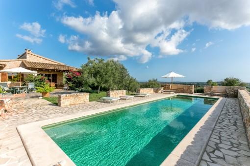 Schöne Finca mit Pool und 26.000 qm Land mit phantastischem Weitblick in Sant Llorenç