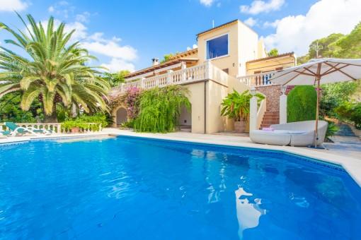 Große Villa mit Pool und herrlichem Meerblick in Costa de los Pinos