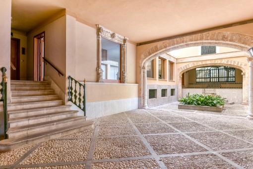 Mallorquinischer Patio und Eingang