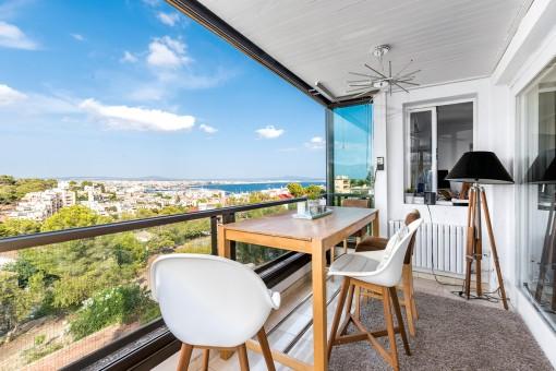 Fantastisches Apartment mit traumhaftem Blick auf die komplette Bucht von Palma und das Schloss Bellver