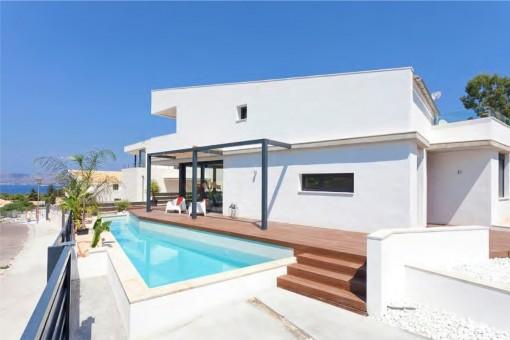 Moderne, stylishe Neubauvilla mit Pool und Meerblick oberhalb des Sporthafens von Bonaire