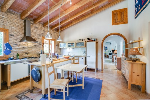 Moderne Küche im authentischen Stil