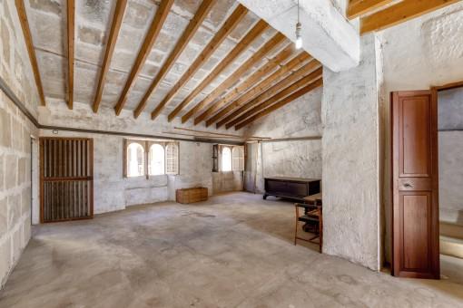 Obergeschoss mit hoher Decke