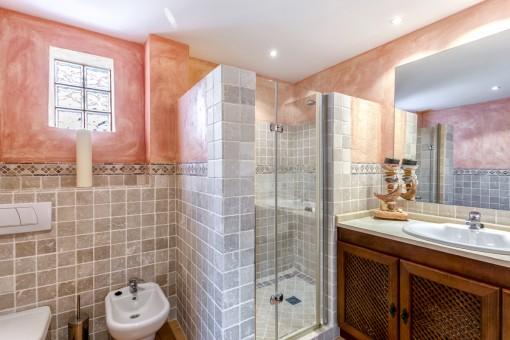 Das zweite Badezimmer mit Dusche