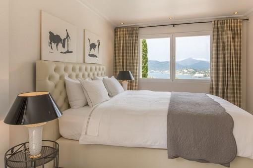 Eines von 4 komfortablen Schlafzimmern