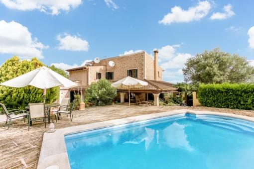 Komfortables Haus mit Panoramablick, Pool, Grillbereich und Waldstück