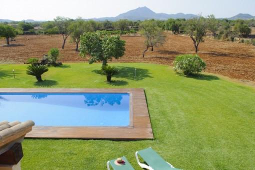 Sehr gepflegter Garten mit Pool