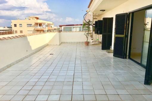 Strandnahe, unmöblierte Penthaus-Wohnung mit 2 großen Terrassen in 2. Meereslinie in Molinar