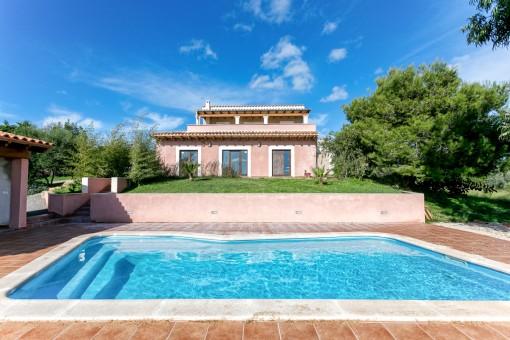 Schöne Finca mit Pool in der Nähe von Son Carrió