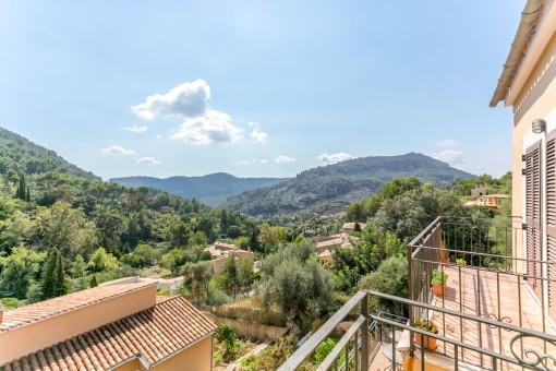 Moderne Doppelhaushälfte mit Ausblick und Pool, nur wenige Schritte vom Dorf Valldemossa entfernt
