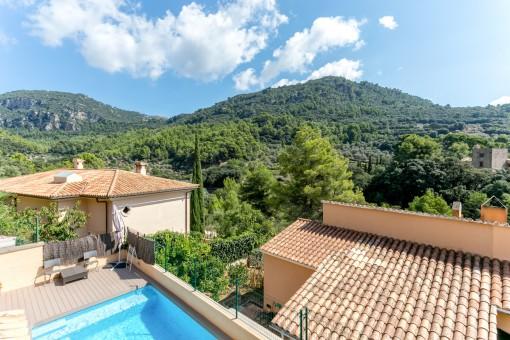 Das Haus verfügt über eine Terrasse mit fabelhaftem Pool