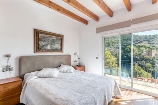 Herrliches Schlafzimmer mit Zugang zum Balkon