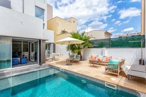 Neubau-Wohnung mit eigenem Pool in Can Pastilla, nur 50 Meter vom Strand entfernt