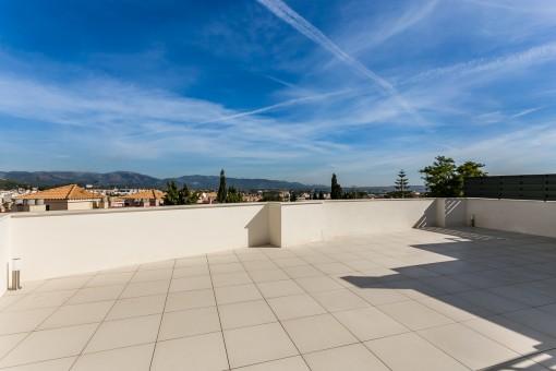 Neubau Penthaus in der Nähe der Golfplätze in Son Vida mit schönem Blick und Jacuzzi auf der privaten Dachterrasse