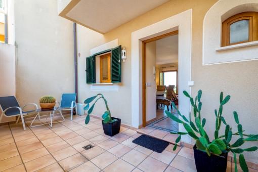 Eingang und weitere Terrasse