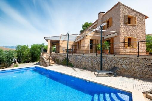 Großzügiges, steinverkleidetes Einfamilienhaus mit Meerblick in Sa Cabaneta