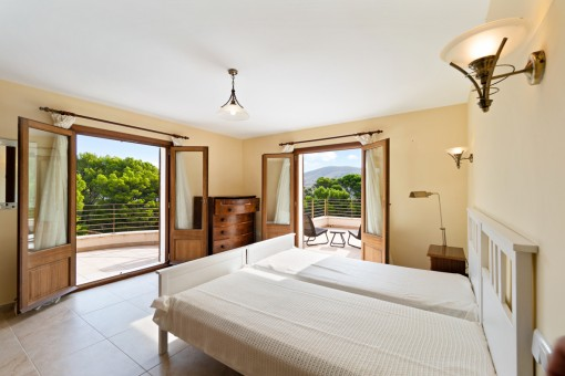 Eines von 6 Schlafzimmern mit Terrasse