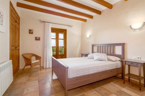 Wunderschönes Schlafzimmer mit Doppelbett