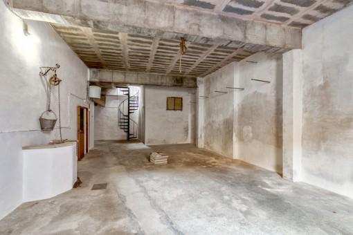 Großer Keller und Garage