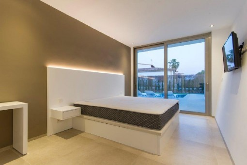 Geräumiges Doppelschlafzimmer mit Terrassenzugang
