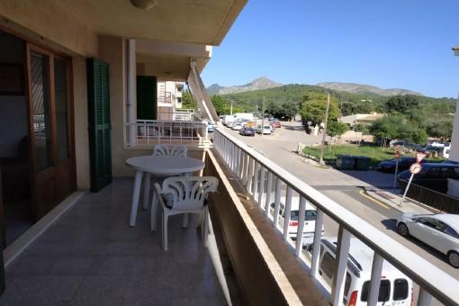 Helles, renovierungsbedürftiges Apartment zentral in Alcudia gelgen mit Blick auf den Hausberg Talaya