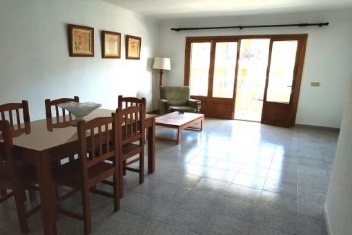 Wohn-und Essbereich mit Balkon
