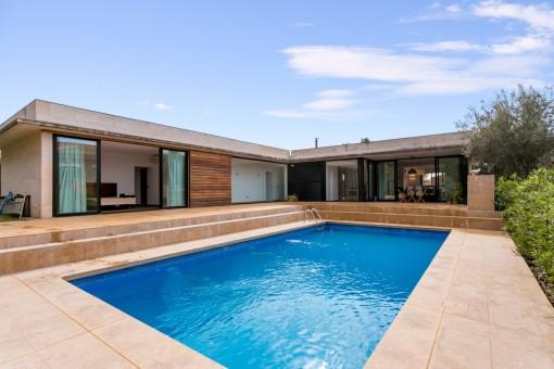 Großflächige Villa mit Pool und Büro in ruhiger Urbanisation Son Marçal nahe Palma
