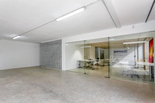 Garage und Bürobereich